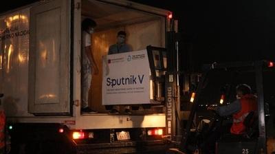 Los rusos comienzan a viajar al exterior para vacunarse con Pfizer ante la falta de aprobación de la Sputnik V