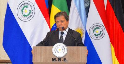 """Acevedo admite """"pasada de pelota"""" en Argentina para la apertura de fronteras"""