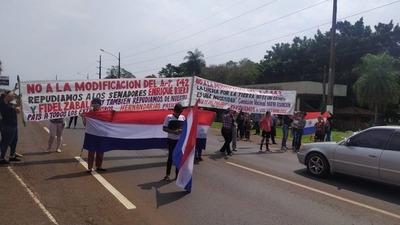 Manifestantes contra penas más duras por invasión de inmuebles cierran rutas en ocho departamentos