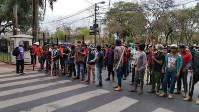 """""""Campesinos tuvieron que salir de tierras otorgadas por el Estado, por falta de condiciones"""""""
