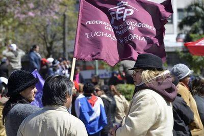 Docentes se ratifican en ir a huelga desde el 1 de octubre