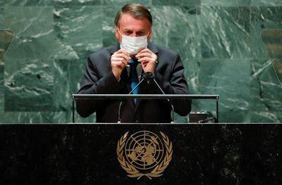"""Bolsonaro dice que """"falta un comandante"""" en Brasil para gestionar la pandemia"""