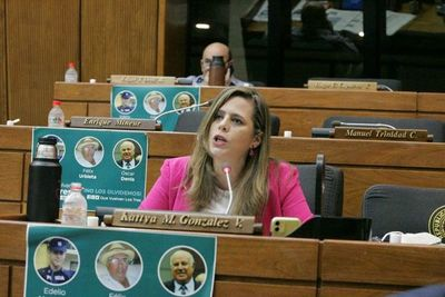 Kattya González denunciará a Cartes por impulsar información falsa en medios de comunicación