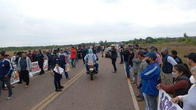 Productores cerraron ruta y amenazan con llegar a Asunción