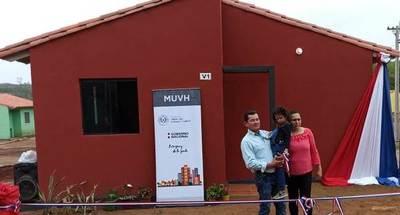 Gobierno entregó más de 1.000 viviendas en Villarrica