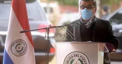 """La Nación / """"Si Dinavisa dice que está todo en regla continuamos con la vacunación"""", afirma Borba"""