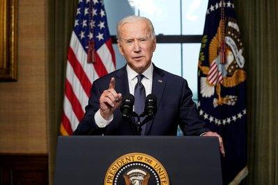 """Biden pide a los estadounidenses que se vacunen: """"Hay un 25% de la población que nos está haciendo mucho daño"""""""