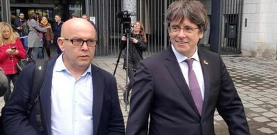 Puigdemont salió en libertad pero deberá quedarse en Cerdeña