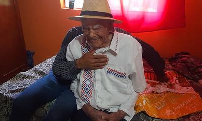 Ex combatiente celebra sus 106 años rodeado de familiares y amigos en Coronel Oviedo
