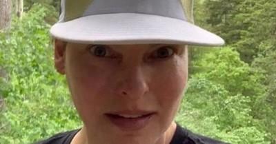 """La modelo Linda Evangelista quedó """"brutalmente desfigurada"""" tras un tratamiento estético"""