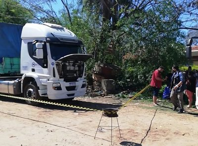 Hallan muerto a un chofer en su camión dentro del Puerto de Ita Enramada