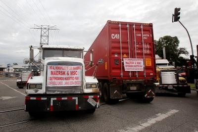 Transportistas de carga levantan la huelga tras un acuerdo con las navieras en Panamá