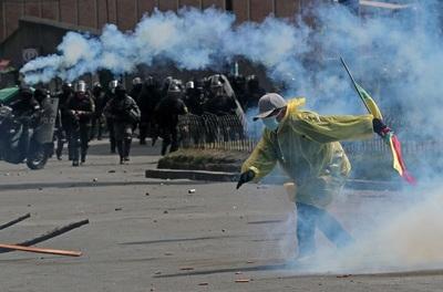 El conflicto cocalero en Bolivia deja destrozos en una unidad policial