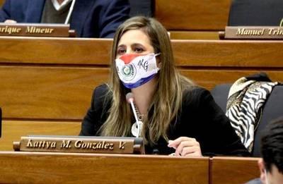 Diputada denunció a Cartes por promover informaciones falsas sobre su persona