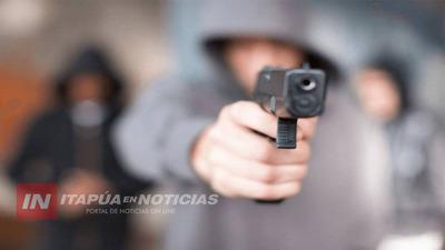 PENSÓ QUE ASALTANTES USABAN ARMA DE FUEGO DE JUGUETE Y LE DISPARARON