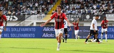 Daniel Maldini se estrena como goleador y el Milan toma la cima