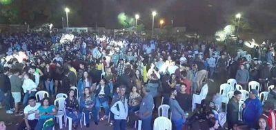 Aglomeración y cero protocolo en evento de candidato liberal en Caacupé