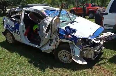 Piloto de rally sufre traumatismo de cráneo leve tras aparatoso vuelco