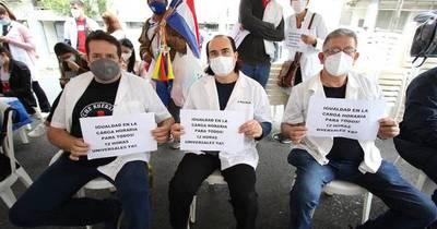 La Nación / Suman 3.800 médicos que irán a huelga desde el martes