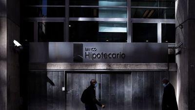 Los argentinos guardan más de USD 230.000 millones abajo del colchón