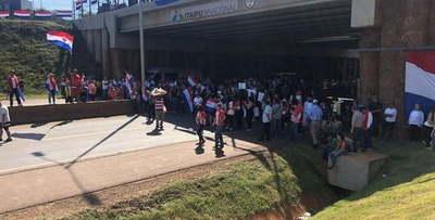 Seguidores de Miguel Prieto se alistan para manifestación contra Cartes