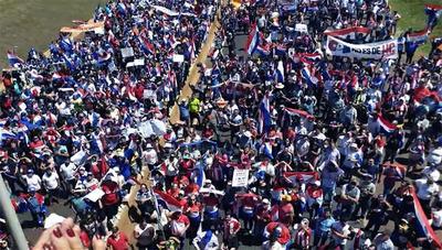 """Manifestación """"contra la mafia"""" en el Multiviaducto de CDE"""