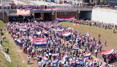 Gran concurrencia en protesta convocada por exintendente de CDE contra Cartes