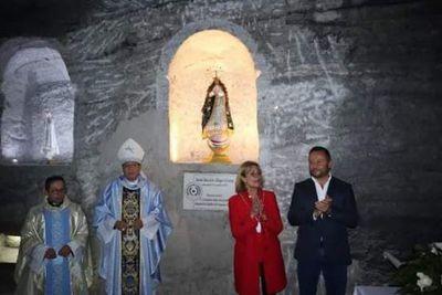 La Replica de la Virgen de Caacupé ya fue entronizada en la Catedral de Sal de Colombia
