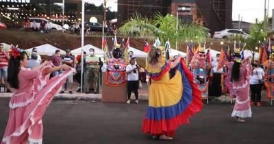 La Nación / CDE vivió una noche de arte y ferias para activar el turismo