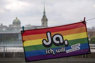 Día histórico en Suiza, referendo aprueba el matrimonio igualitario