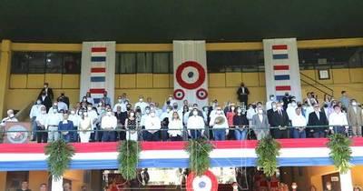 La Nación / Con el desfile de campeones de las razas y especies se inauguró la Expo