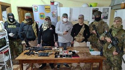 Policías y supuestos delincuentes se enfrentan tras allanamiento en Canindeyú