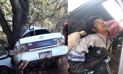 Joven pierde la vida al estrellar su auto contra un árbol frente al cruce Itakyry – Diario TNPRESS