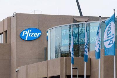 Pfizer inició fase 2 de ensayos clínicos de su antiviral vía oral para prevenir el covid