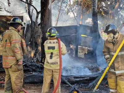 Incendio de gran magnitud en un depósito de chatarras en Fernando de la Mora