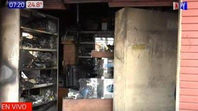 Incendio afecta a tienda de reparaciones electrónicas en Luque