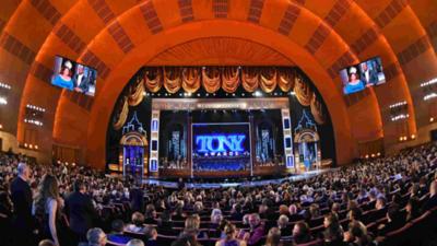 """""""Broadway está de vuelta"""" con los Tony, tras 18 meses de pandemia"""