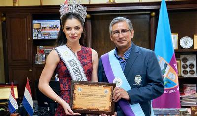 """En Guairá declaran """"Ciudadana ilustre"""" a la Miss Universo Paraguay"""
