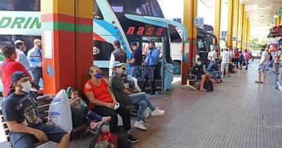 La Nación / Registran poco movimiento este lunes en la Terminal de Ómnibus pese al feriado