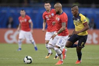 Con Arturo y Alexis a la cabeza, Chile tiene convocados para recibir a Paraguay