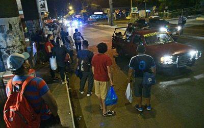 """¿Por qué no hay colectivos de noche? Esperar una hora es """"normal"""", según viceministro de Transporte"""