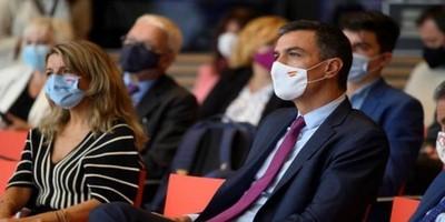 Sánchez sube a 965 euros el salario mínimo con el vigor de la recuperación en duda