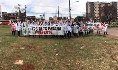 Médicos inician huelga garantizando atención sólo en urgencias