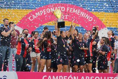 Cerro Porteño recibió el trofeo de campeón absoluto en el Femenino