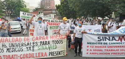 Médicos inician primer día de huelga para exigir ampliación de presupuesto
