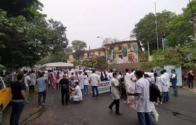 Médicos a nivel país inician huelga por dos semanas