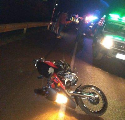 Motociclista muere y su acompañante resulta lesionado