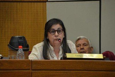 Senadora Arrúa ofrece pasajes gratis de ida a quienes deseen conocer dictadura de Maduro