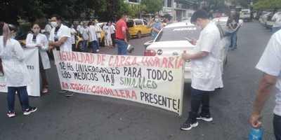 Médicos inician huelga en reclamo de igualdad salarial en carga horaria
