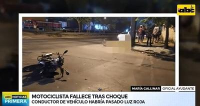 Motociclista muere tras chocar contra automóvil